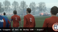 De spelers van CSW en Argon komen het veld op.