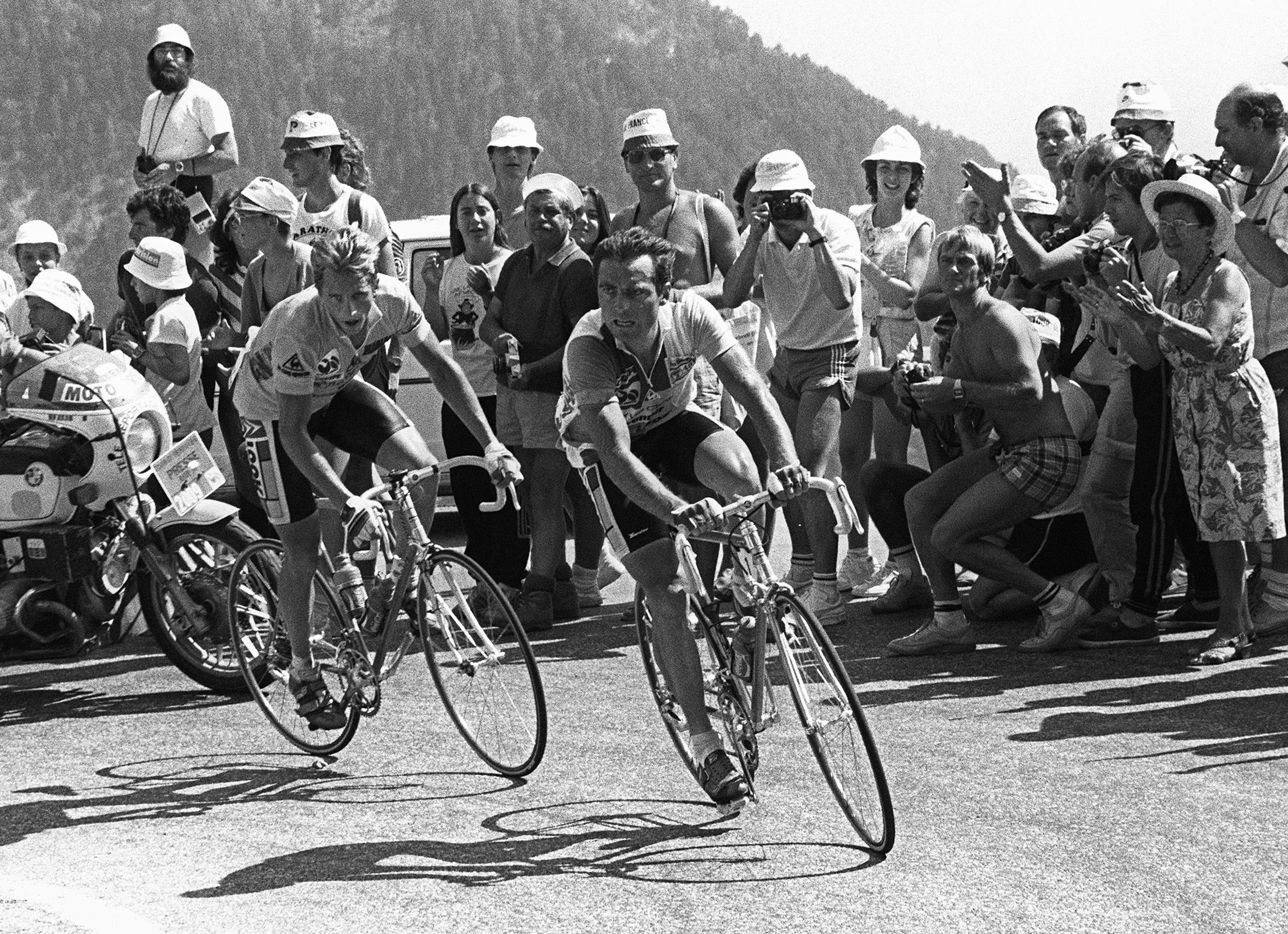 Greg LeMond en Bernard Hinault op de Alpe d'Huez tijdens de Tour van 1986